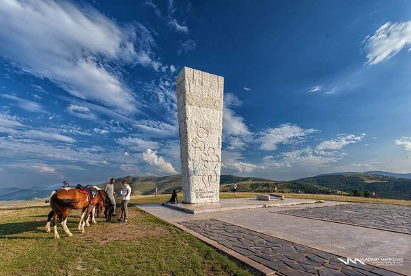 Spomenik Na Glavudzi Ili Sumatnom Brdu Palisad